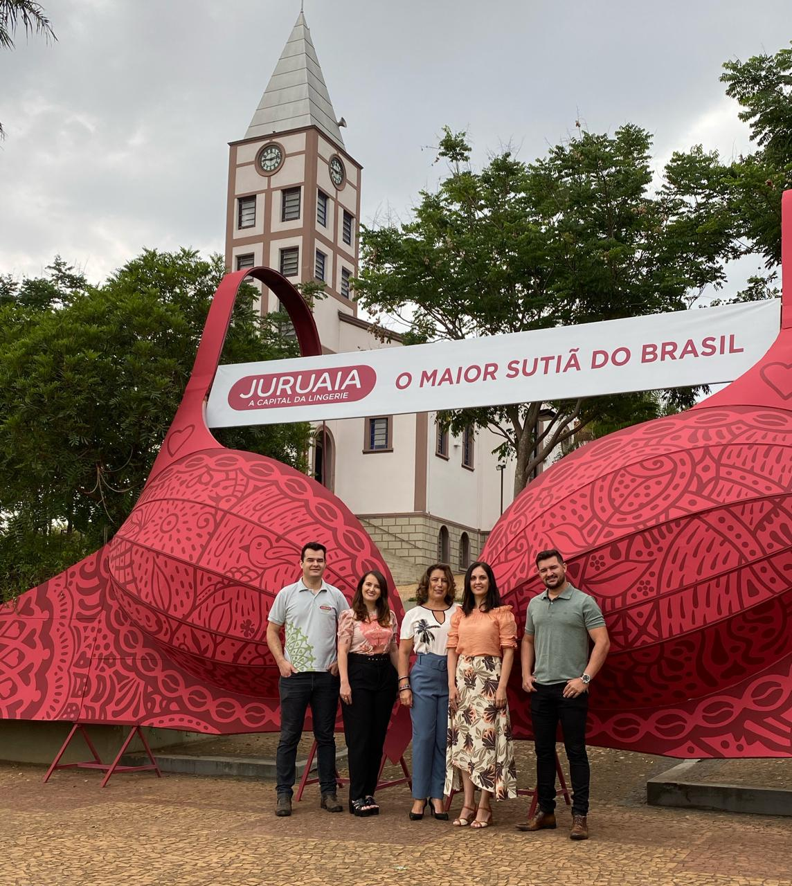 Veja como foi a reinauguração do Maior Sutiã do Brasil, diretamente de Juruaia
